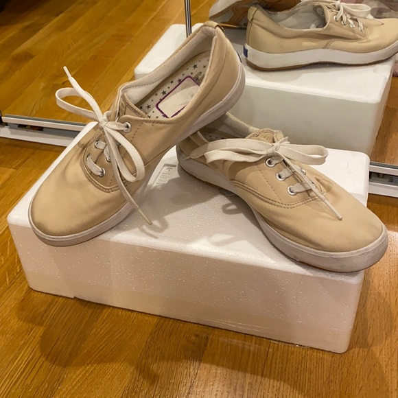 Worn Once Sporty Cute Beige Lace-up Tennis Shoes